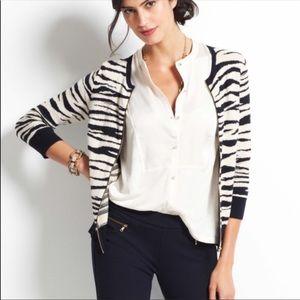 3/$20💫ANN TAYLOR zebra print zip sweater
